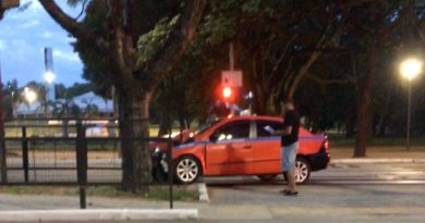 Táxi bateu na Avenida Osvaldo Aranha