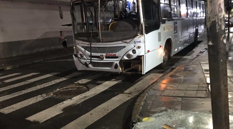 Ônibus caminhão