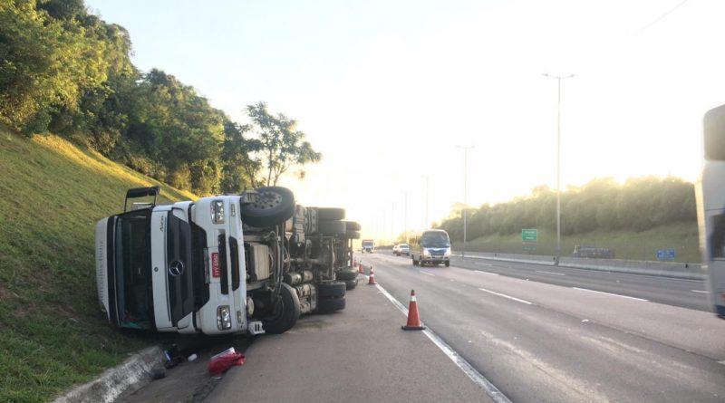 Caminhão tombado Freeway