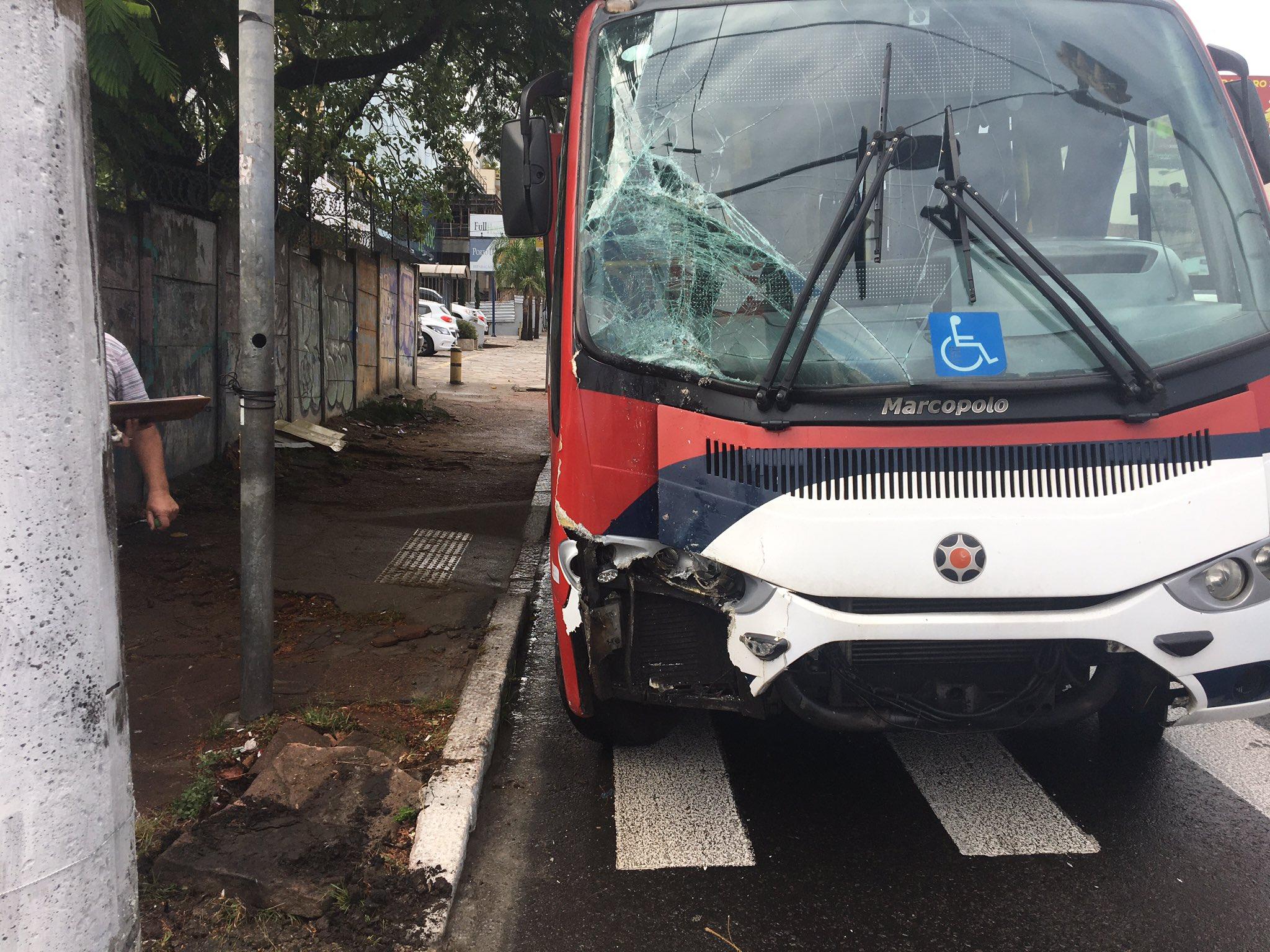 Ônibus que bateu