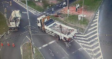 Carro poste Avenida Cavalhada