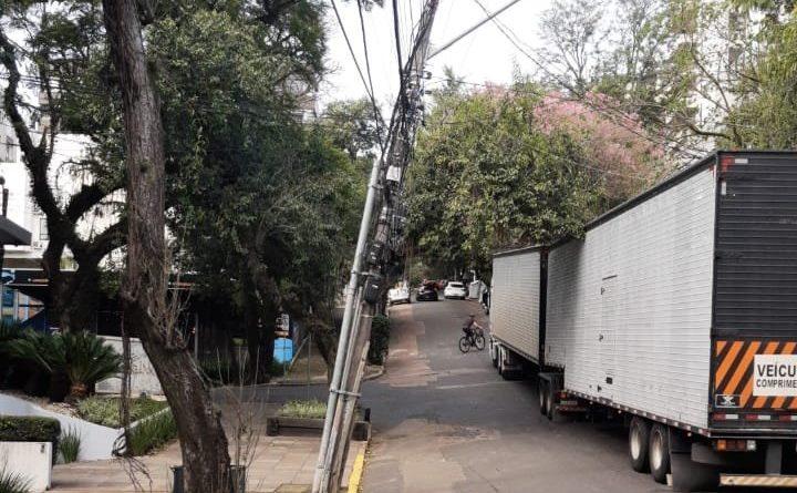 Caminhão Poste Mont'Serrat